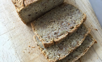 Glutenfreies kerniges Brot