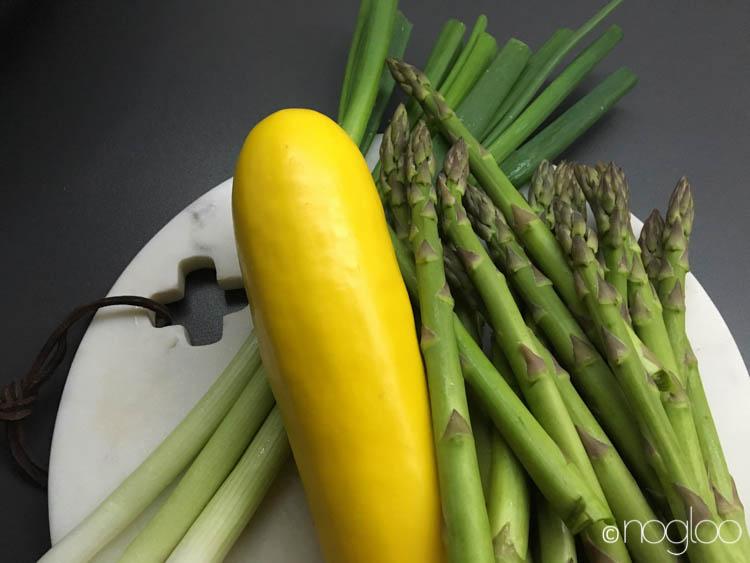 glutenfreie rezepte gelbe zucchini mit spargel und pute. Black Bedroom Furniture Sets. Home Design Ideas