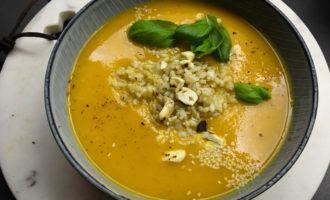 Cremige Süßkartoffel-Karotten-Suppe